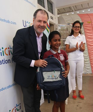 3,000 school bags donated to the pupils of 10 primary schools
